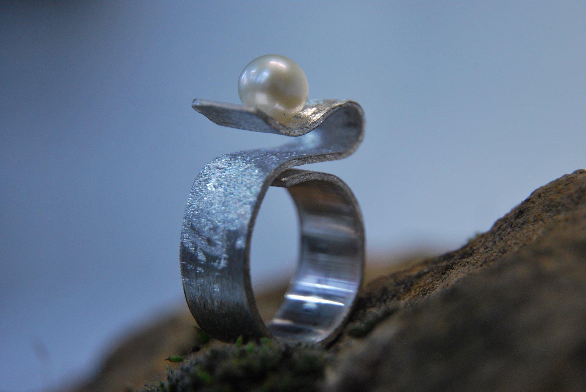 Bague ruban perle